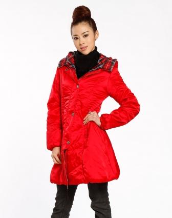 红色大衣配米色围巾_玫红色大衣围巾搭配