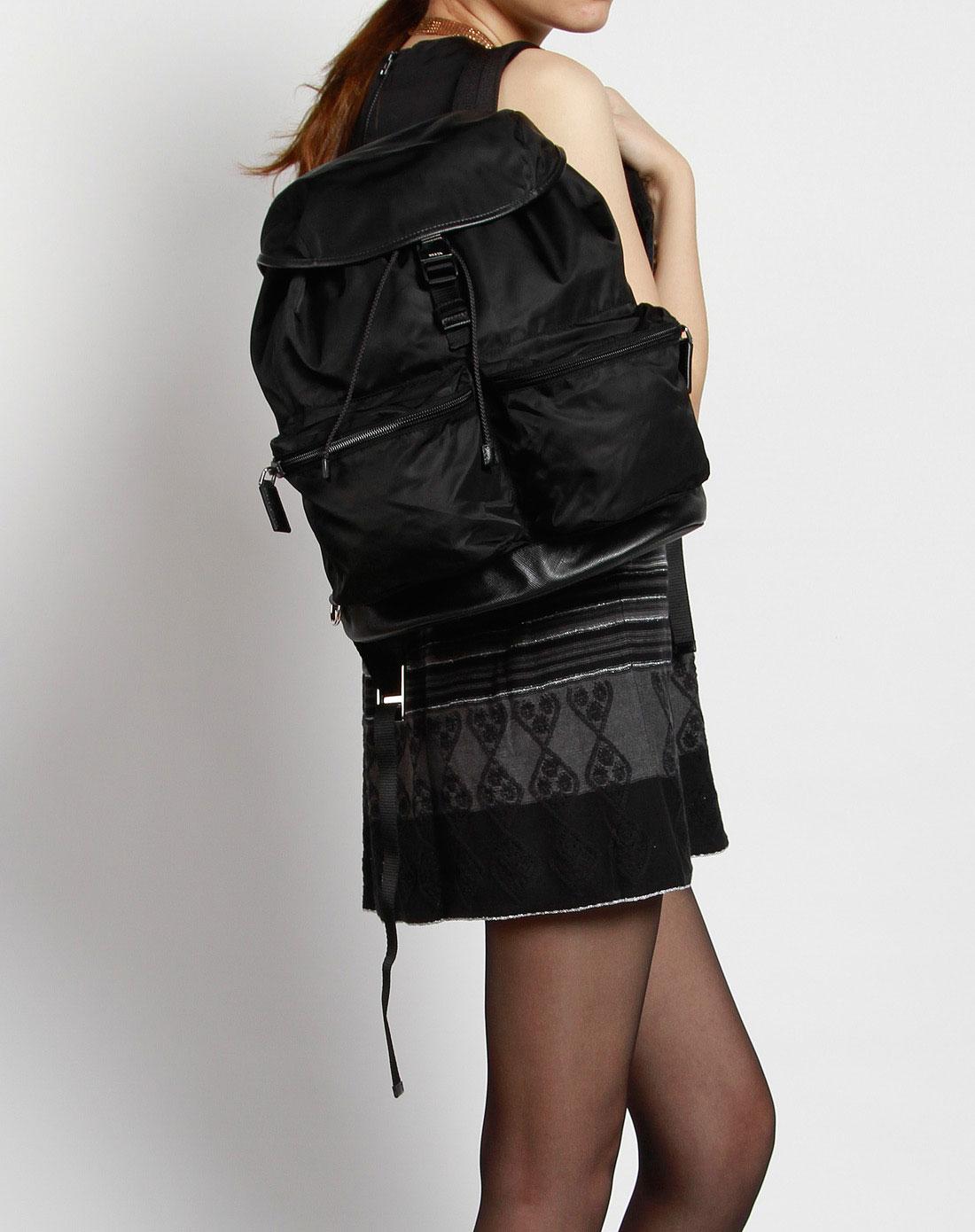 女款黑色时尚双肩包