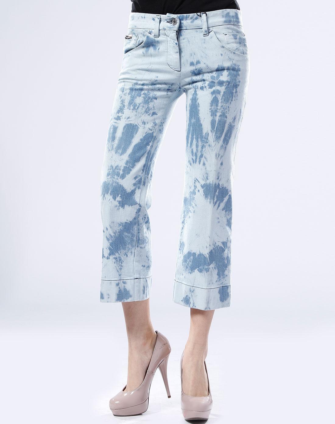 女款淡蓝色街头风格牛仔中裤