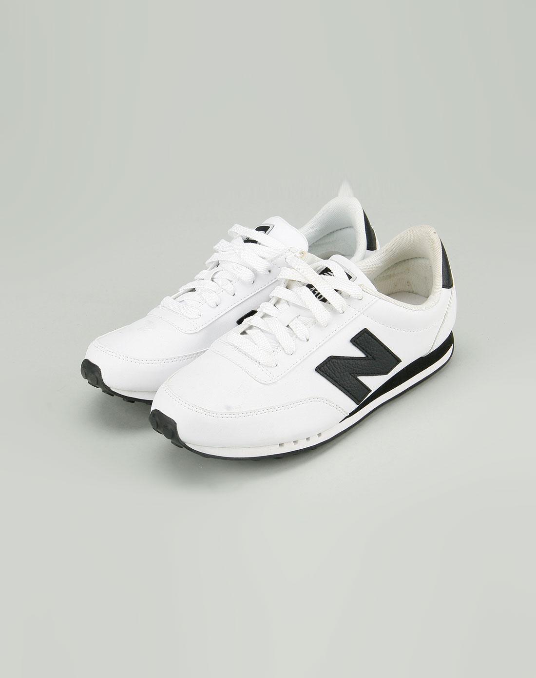 男款白色贴字母时尚休闲鞋