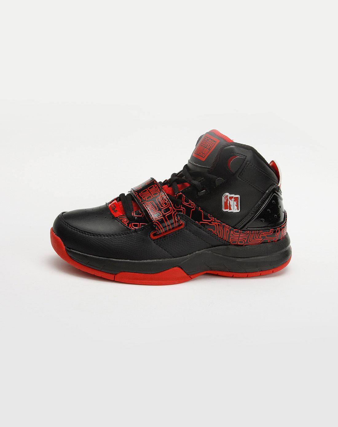 男款黑/红色篮球鞋_cba官网特