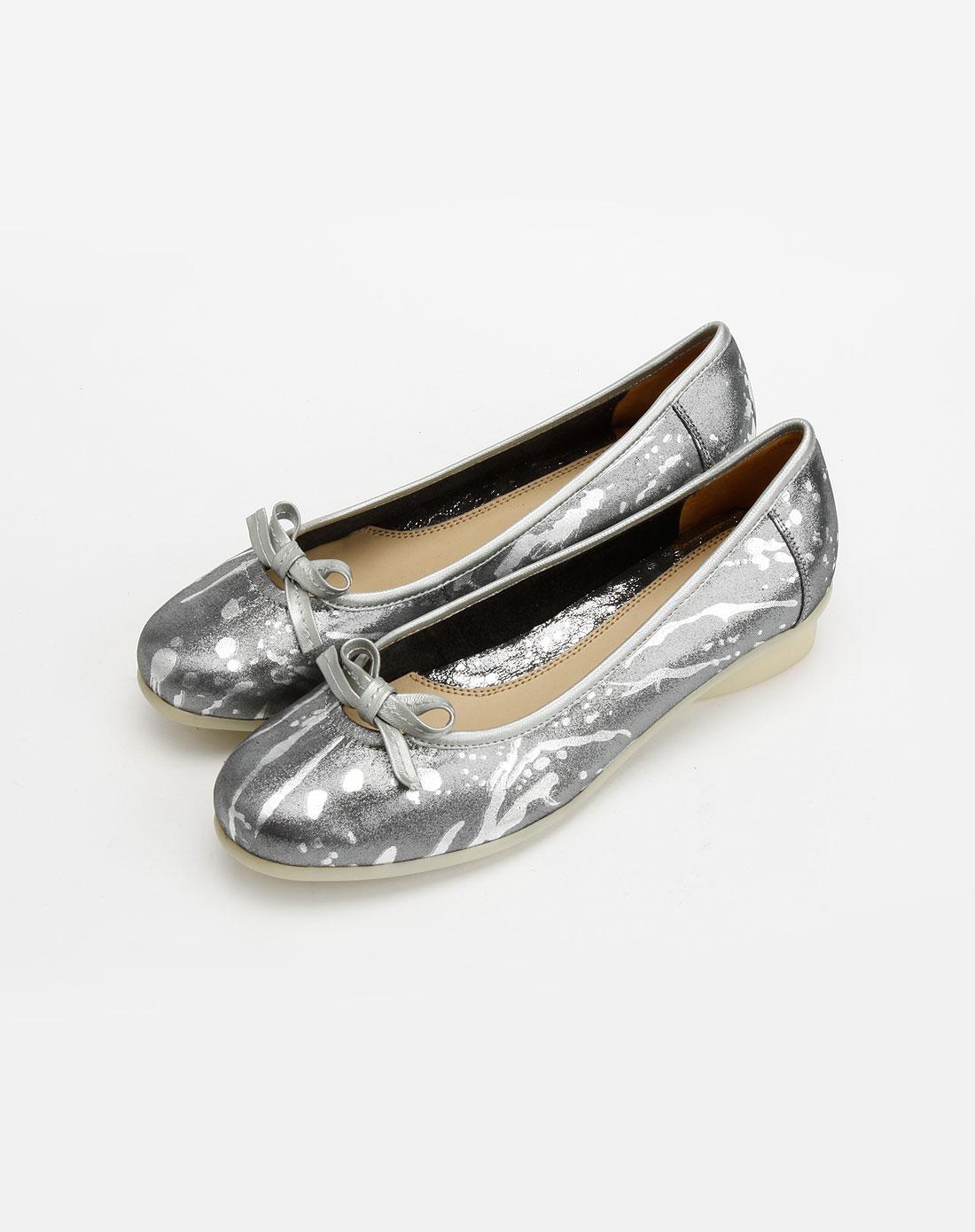 女款白色蝴蝶结牛皮鞋